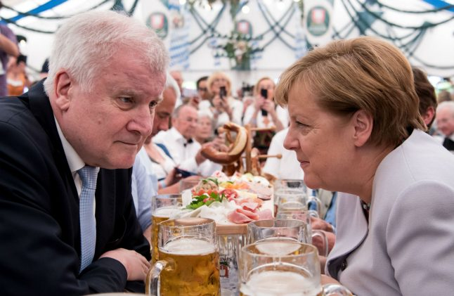 Merkel finally agrees to 'refugee cap' after tricky summit with Bavarian ally