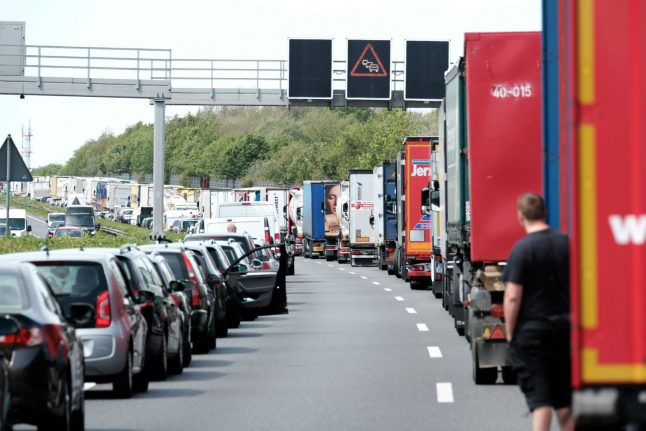 Truck driver seriously injured trying to stop car misusing Autobahn rescue lane