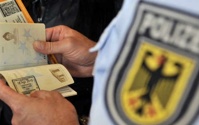 Greek police to help German airports catch migrants with fake papers