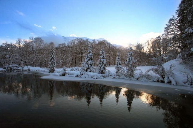 Hope for white Christmas melts away as warm front moves in
