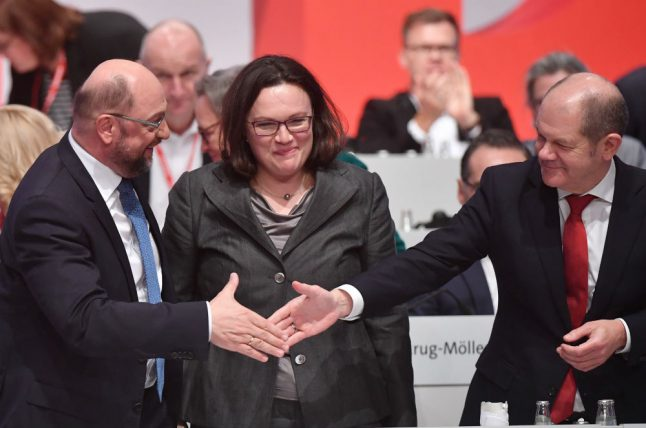 SPD agrees to open government talks with Merkel after Schulz pleads for green light