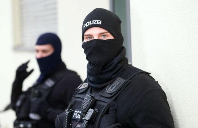 Berlin police raid properties of suspects 'linked to Isis'