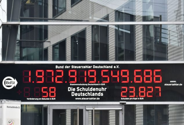 'Debt clock' in Berlin runs backwards for first time in 22 years