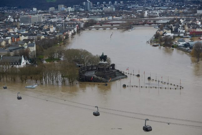 Rhine closed to shipping between Duisburg and Koblenz due to high waters