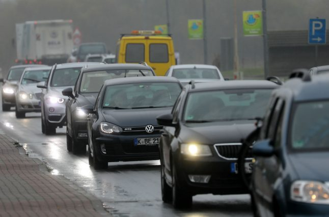Autobahn closed after man tries to kill wife during journey