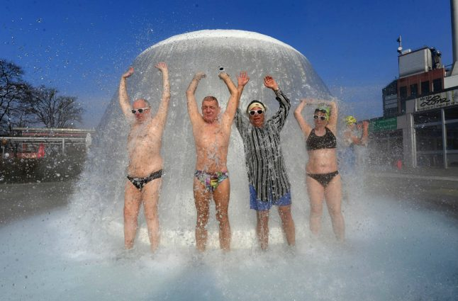 Swimmers take plunge as Germany's first open air pool of season opens