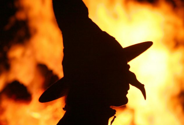 Woman hospitalized after scalding legs in witch's cauldron at carnival parade