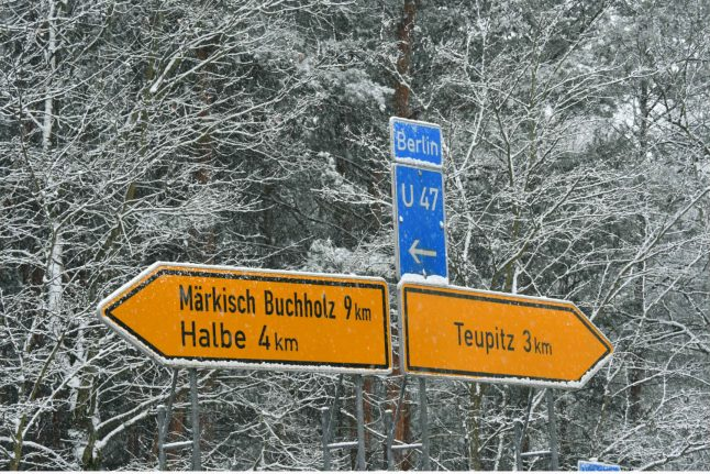Snowfall in north Germany as low pressure spreads over country