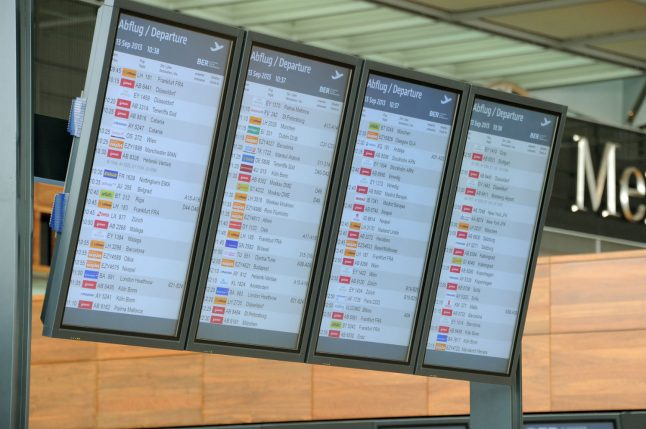 Monitors at Berlin airport to be replaced for €500,000 before ever being used