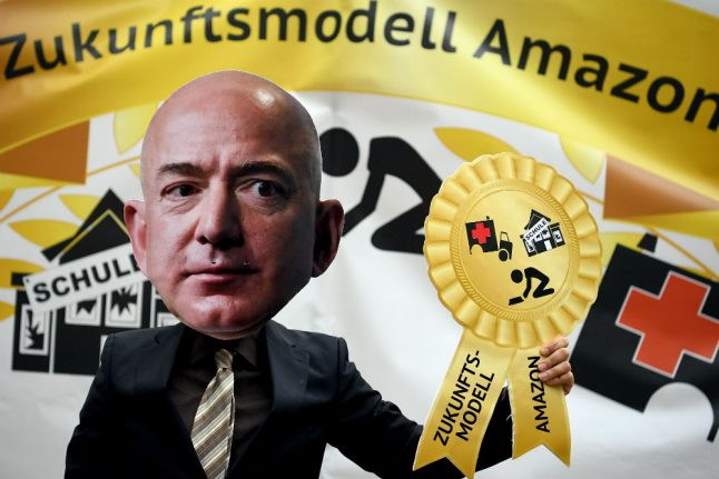 Amazon workers protest at Jeff Bezos prize ceremony in Berlin