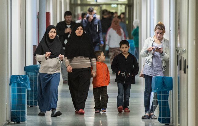 Germany to accept 10,000 refugees as part of EU-wide programme