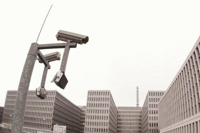 German spies can keep monitoring internet hubs, court rules