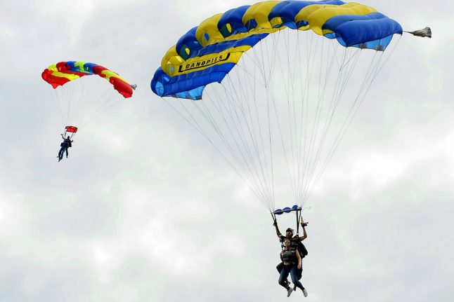 Woman dies in Rhine region after parachute fails to open