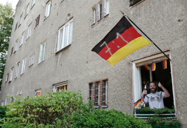 Is a pessimistic political mood affecting the German national team?
