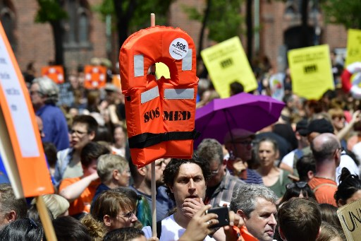 Thousands march in Germany to protest EU refugee policy