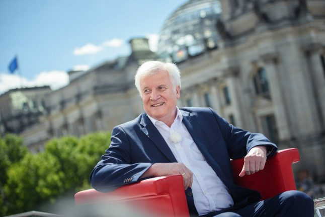 Seehofer pushes Italy and Greece to take back more migrants