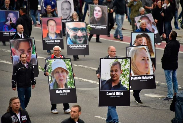 Thousands protest for and against migrants in divided Chemnitz