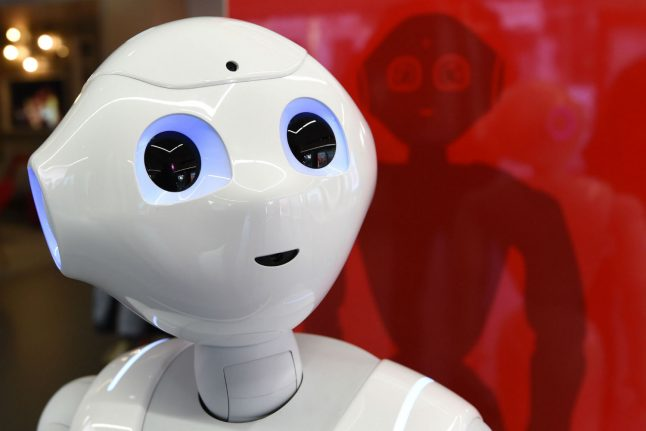 Small talk with Luna: German robots increasingly in contact with customers