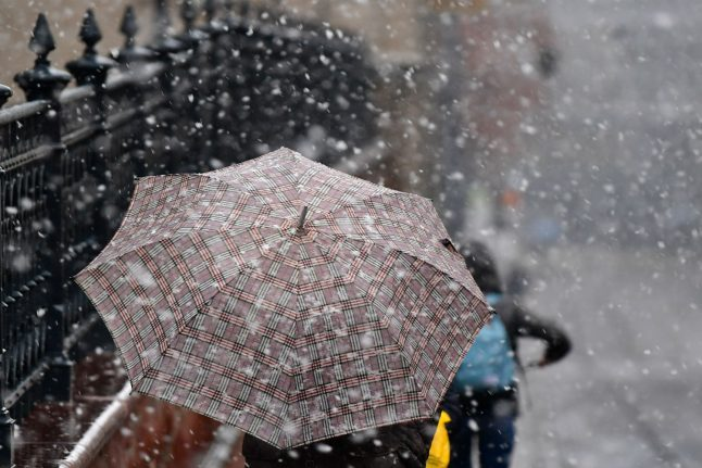 Snowy weather strikes throughout Germany on Tuesday