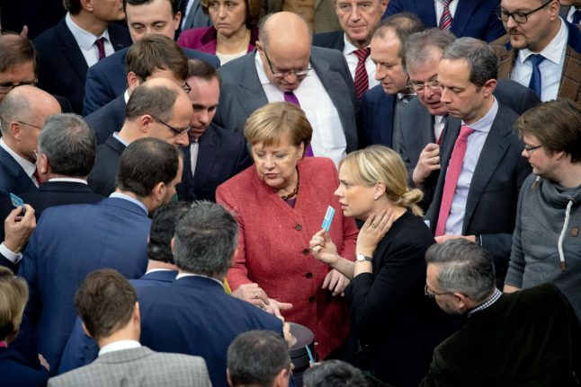German government backs controversial UN migration pact