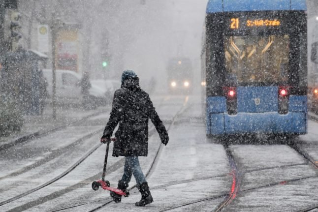 German weather service issues icy road warning on Tuesday