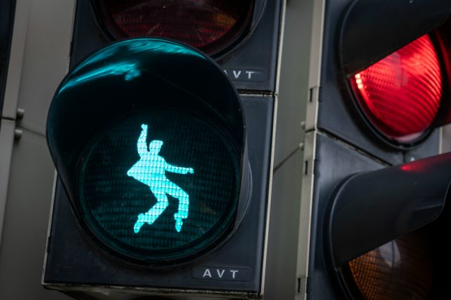 Stop and rock: New Elvis Presley traffic light flashes in Friedberg