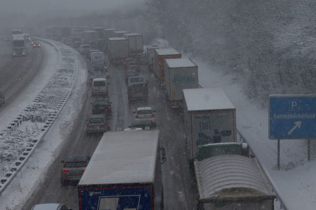 Icy weather causes traffic chaos in Germany