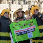 Bavarians brave cold to campaign to 'Save the Bees'