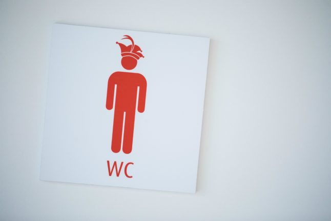 Düsseldorf increasing fines and toilets to stop 'wild peeing' during Carnival