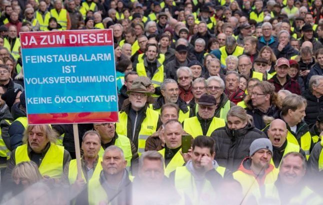 'Yellow vests' hit German streets in pro-diesel protest