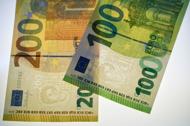 New €100 and €200 notes go into circulation in Germany