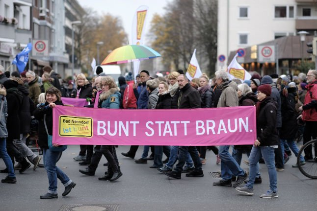 Thousands march in Hanover to protest far-right demo