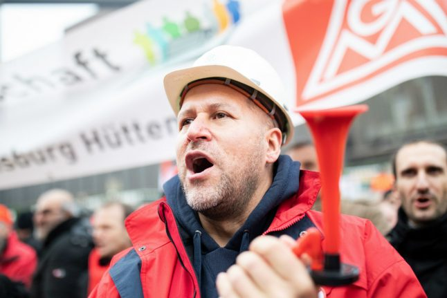 Thousands of steel workers protest against German job cuts