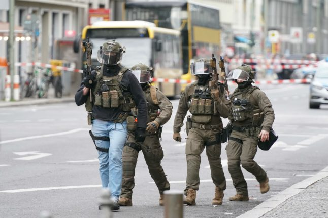 UPDATE: Police operation at Berlin's Checkpoint Charlie triggered by man with blank gun