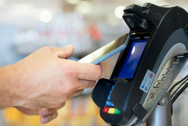 Hundreds of German banks make Apple Pay service available for first time