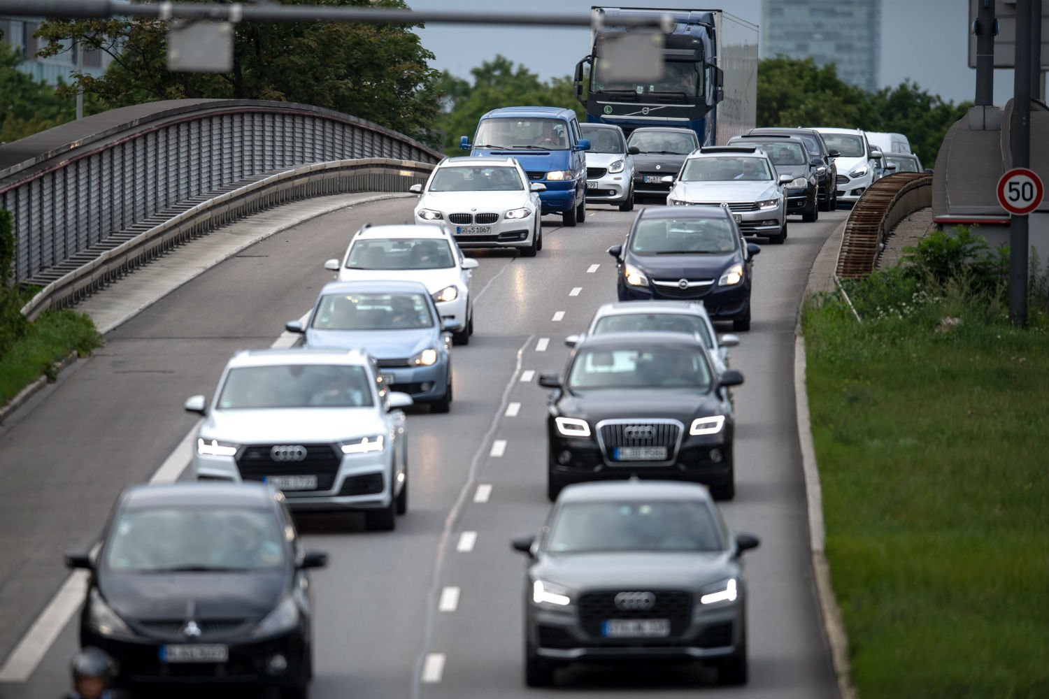 German car sales plummet as new pollution rules bite - The Local