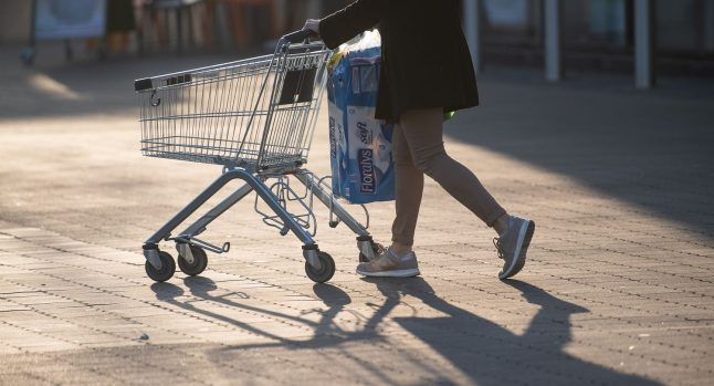 Canned sausages and soup: What are Germans buying during the corona crisis?