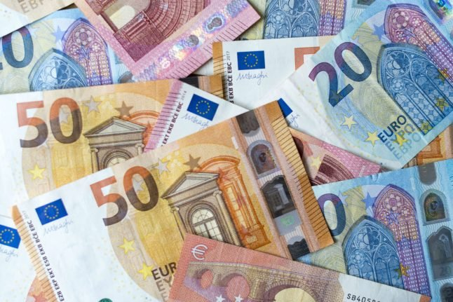 'No significant risk' of catching coronavirus from Euro banknotes