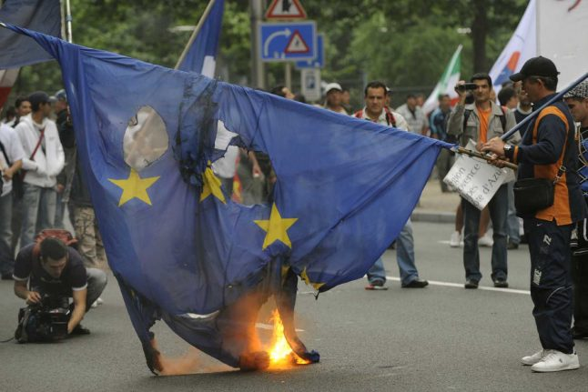 Germany criminalises the burning of foreign flags