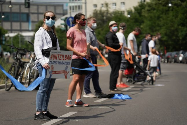 Thousands of Berliners form socially-distanced human chain against racism