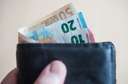 Is Germany's minimum wage really helping to reduce salary gap between rich and poor?