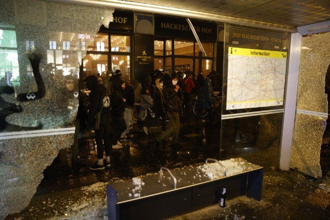Hundreds riot in Berlin against squat evictions
