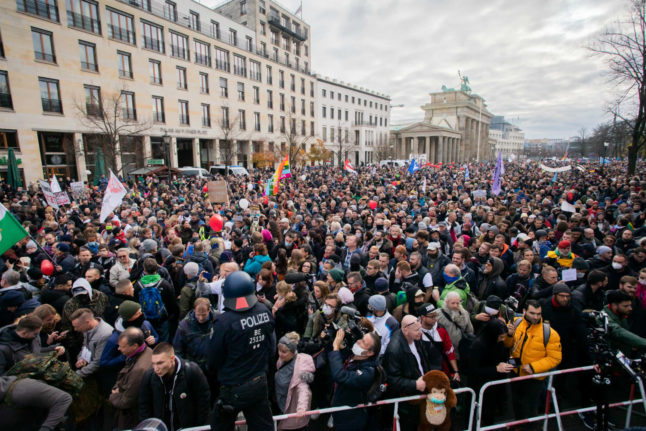 UPDATE: Berlin protesters clash with police in shutdown demo