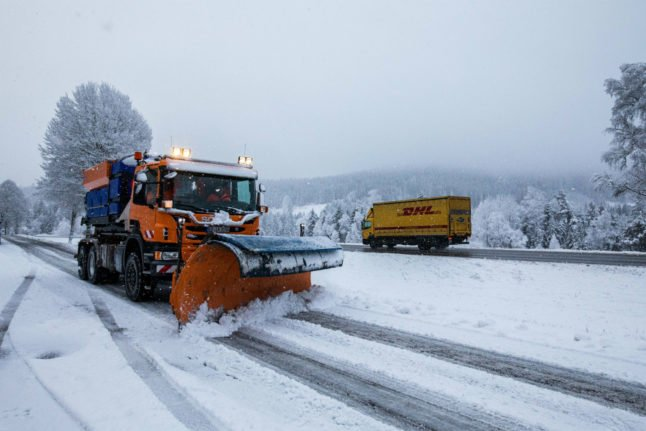 Snowy weather causes traffic accidents around Germany