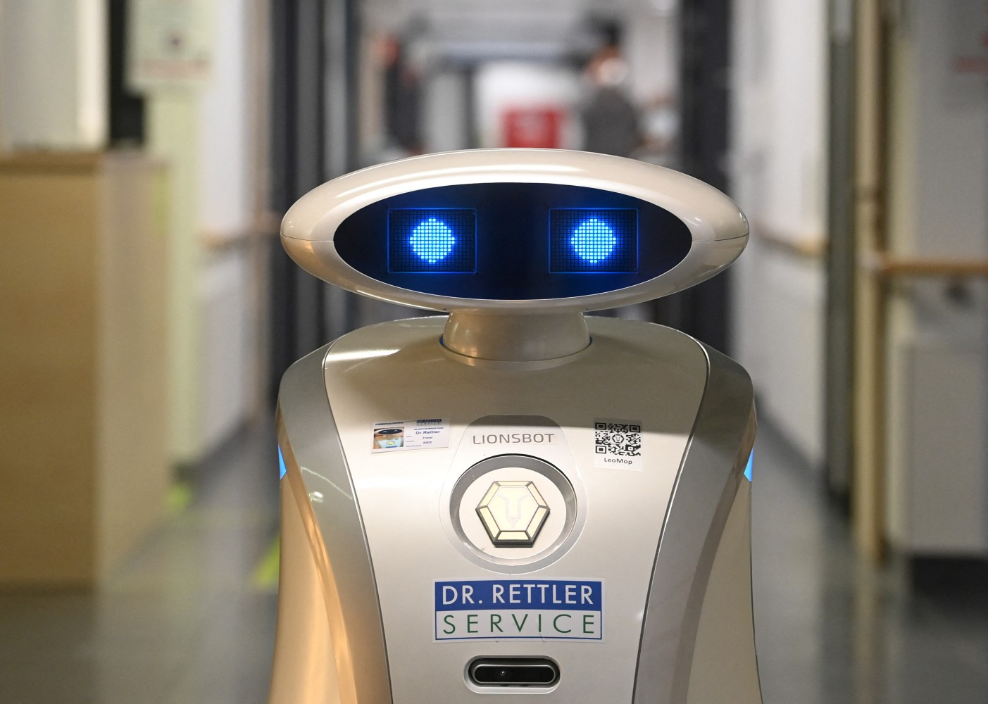 How the chatty robot Franzi is cheering up German patients