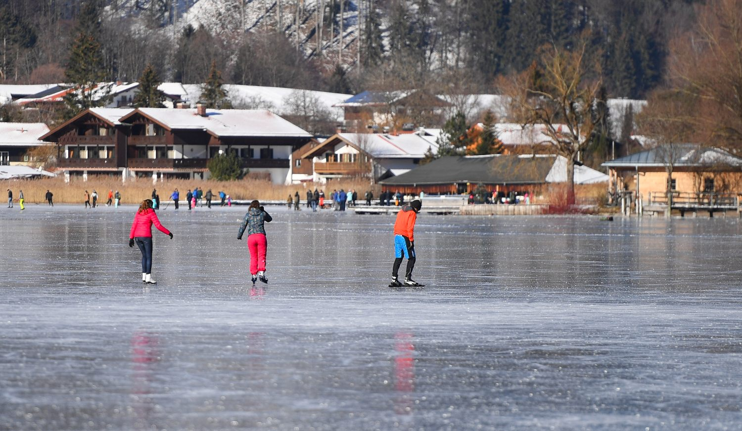 IN PICTURES: Germany embraces cold snap amid warnings over icy waterways