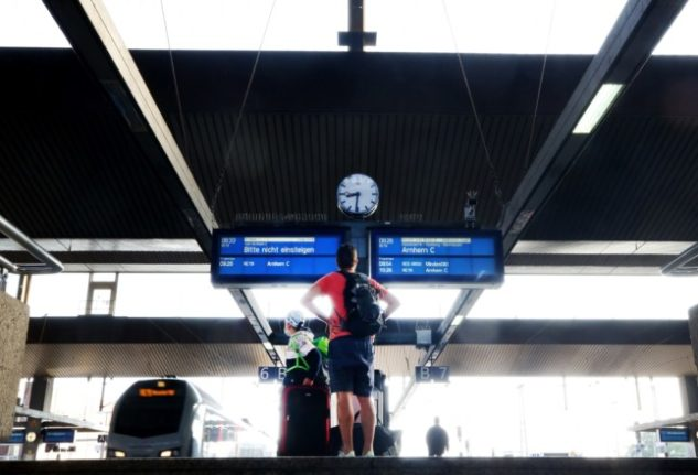 Experts warn of Covid risk on packed German substitute trains on second day of strike