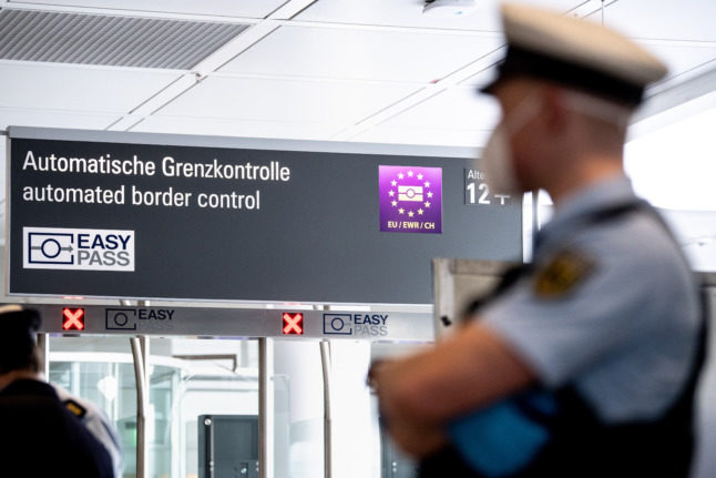 Reader question: How can I re-enter Germany without my post-Brexit residence card?