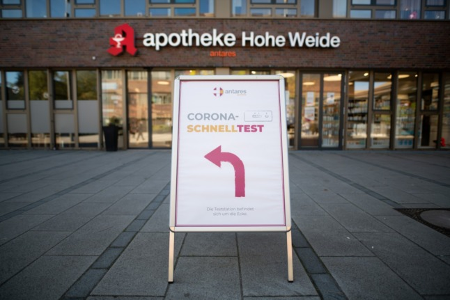 A sign shows the way to a Covid-19 testing station in Hamburg.